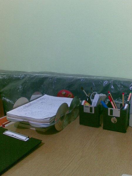 CDlerden yaptığım dosyalığım ve disketlerden yaptığım kalemlik&bilimum masa malzemeliğim